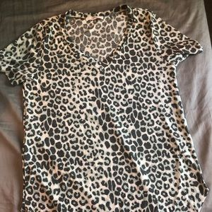 Tops - Adorable blue leopard v neck T-shirt plus size